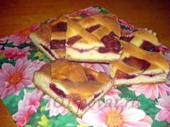 Пирог с вишней и яблочным повидлом
