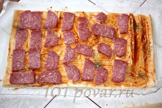 Раскладываем колбасу
