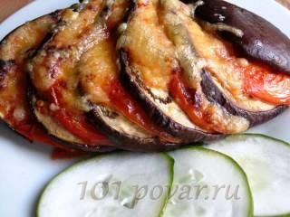 Запеченный веер с сыром из баклажан и помидор