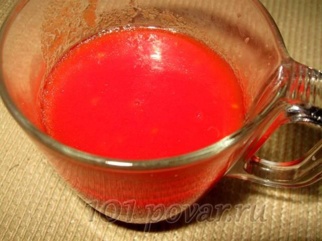 Чистые помидоры также измельчаем блендером