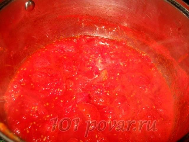 Измельчаем помидоры блендером